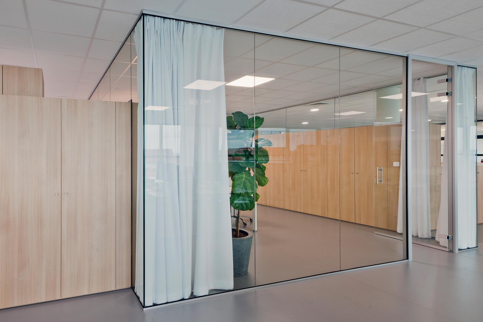 Lauryssens gamma glazen deuren - Deur zolder bezoek met schaal ...